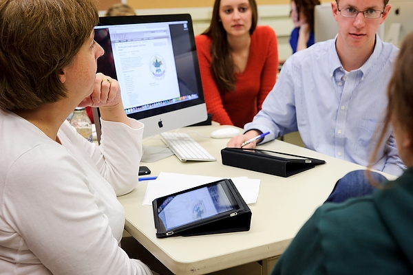 Katy Culver, left, a faculty associate in journalism and mass communication, facilitates an editorial-planning discussion with journalism students in a magazine-production class in Vilas Communication Hall at the University of Wisconsin-Madison on Nov. 3, 2011. The class, which uses a combination of iPad tablets, laptop computers and traditional desktop computers, produces Curb Magazine. (Photo by Jeff Miller/UW-Madison)